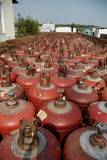 Gascylindrar i stor kollichestvestoyat på semitraileren Royaltyfria Foton
