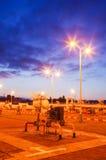 Gaseoducto en la noche fotografía de archivo