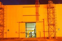 Gaseoducto en la noche imagen de archivo