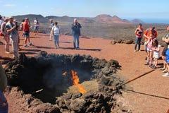 Gases calientes en la tierra Parque nacional de Timanfaya, Lanzarote Foto de archivo libre de regalías