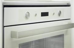 Gasfornuis en oven in de moderne keuken stock afbeelding