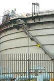 Gashouders in het industriële landgoed, opschortingsenergie voor transp Royalty-vrije Stock Afbeelding