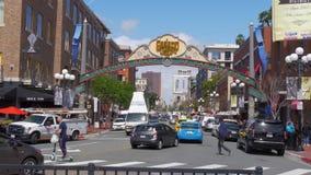 Gaslampkwart in San Diego Downtown - Californië, de V.S. - 18 Maart, 2019 stock footage