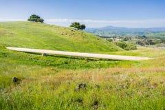 Gasledning som korsar kullarna, södra San Francisco Bay, San Jose, Kalifornien arkivfoto