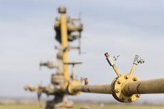 Gasledningmitt av fältet Extraktion av gas från lagring Arkivfoton
