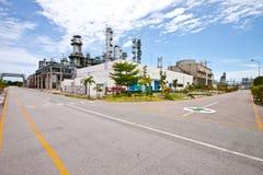 Gasleiding aan raffinaderijinstallatie Stock Foto