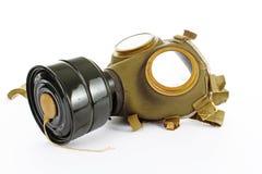 Gasmask från verkligt krig Den använda tappninggräsplan- och svartgasmasken kan illustrera fara, krig, katastrof eller annat begr arkivbild