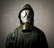Gasmask och en stadsöversikt Royaltyfri Fotografi