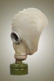 Gasmaske auf einem grauen Hintergrund Stockfotos