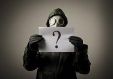 Gasmaske und Frage Lizenzfreie Stockfotos