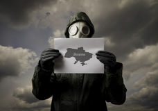 Gasmaske und Ukraine-Karte Stockfotos