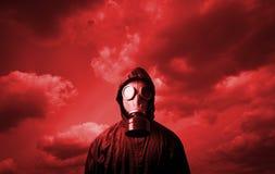 Gasmasker en rode hemel Royalty-vrije Stock Foto
