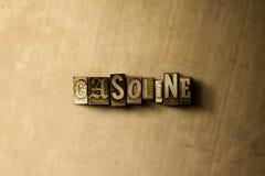 GASOLINA - close-up vintage sujo da palavra typeset no contexto do metal Imagens de Stock Royalty Free