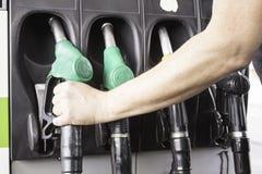 Gasolina de derramamento Fotografia de Stock Royalty Free