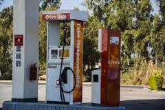 Gasolina - gasolinera Fotos de archivo