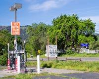 Gasolinera abandonada Foto de archivo libre de regalías