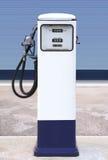 Gasolinera blanca Fotos de archivo libres de regalías