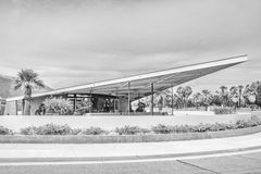 Gasolinera blanco y negro del tranvía en Palm Springs Foto de archivo