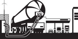 Gasolinera del cargamento del camión del tanque con el combustible Imágenes de archivo libres de regalías