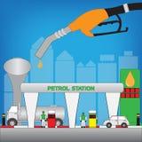 Gasolinera en la ciudad grande Imagenes de archivo