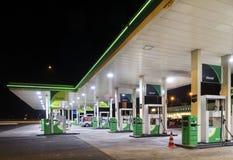Gasolinera en la noche Fotografía de archivo libre de regalías