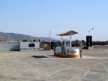Gasolinera en un desierto Imágenes de archivo libres de regalías