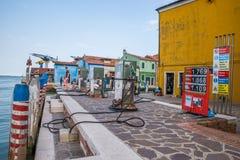 Gasolinera para los barcos en Burano, Venecia, Italia Fotos de archivo