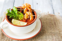 Gaspacho soup with grilled shrimps Royalty Free Stock Photos