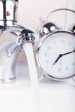 Gaspillage du temps et du concept de l'eau Photographie stock libre de droits