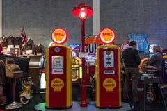 Gaspump stacja Shell: Tokheim 39, 1938 756 i Bennett, 1948 Zdjęcia Stock