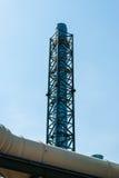 Gasrör mot den blåa himlen Arkivfoto