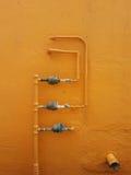 Gasrohre - orange Hintergrund Stockfotografie