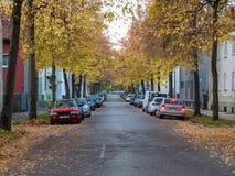Gasse in der Stadt von Augsburg während des Falles lizenzfreie stockbilder