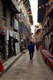 Gasse in einer Welterbestätte in Nepal Stockbild