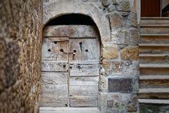 Gasse im Dorf von Pitigliano, Toskana, Italien Stockbild