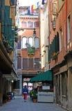 Gasse in Venedig Stockfotografie