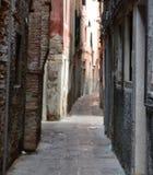 Gasse in Venedig Lizenzfreie Stockbilder