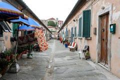 Gasse von Portoferraio auf Elba-Insel stockbild