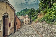 Gassen des mittelalterlichen Dorfs Stockbilder