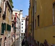 Gassen von Venedig Lizenzfreie Stockfotos