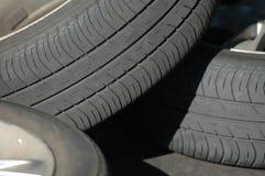 Gastado monte pneus foto de stock