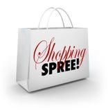 Gastar dinero de la tienda del mercado del bolso del día de compras Foto de archivo libre de regalías