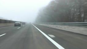 GASTEIN, AUSTRIA 4 DE FEBRERO DE 2017: día de niebla, ro de la alta montaña de la nieve del invierno almacen de metraje de vídeo