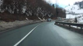 GASTEIN, OOSTENRIJK 04 FEBRUARI, 2017: mistige dag, de hoge berg van de de Wintersneeuw ro stock videobeelden