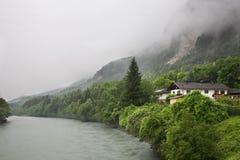 Gasthausfluß nahe Haiming Österreich Stockbild