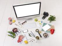 Gastos indirectos de los objetos del esencial de una muchacha del foodie. imagen de archivo