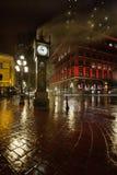 Gastown Dampf-Borduhr auf einer regnerischen Nachtvertikale Stockbild