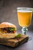 gastro lokal mat för bar, bbq-hamburgare royaltyfri foto