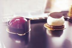 Gastronomisch chocoladedessert in een restaurant, koffie Het koken, een boek van desserts, snoepjes stock foto