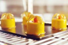 Gastronomisch chocoladedessert in een restaurant, koffie Het koken, een boek van desserts, snoepjes stock fotografie
